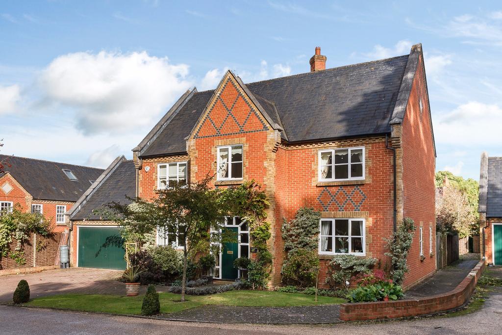 4 Bedrooms Detached House for sale in Bears Rails Park, Old Windsor, SL4 2HN
