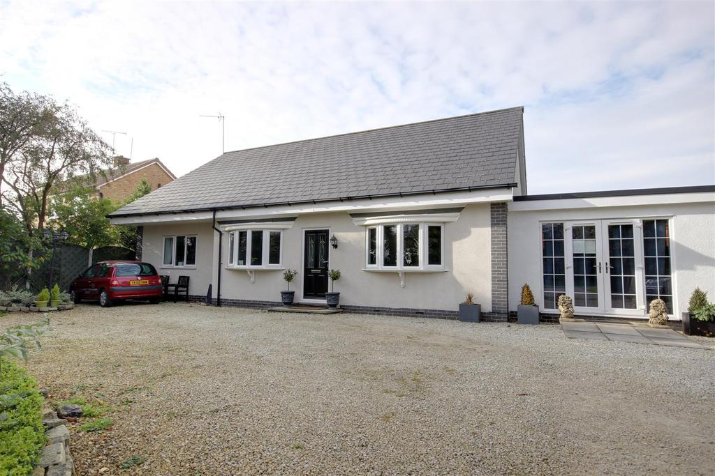 3 Bedrooms Detached Bungalow for sale in First Lane, Hessle