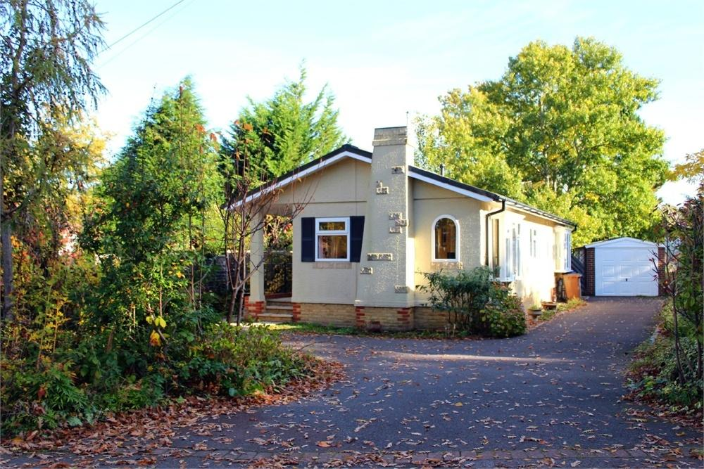 2 Bedrooms Park Home Mobile Home for sale in The Larches, Warfield Park, Berkshire