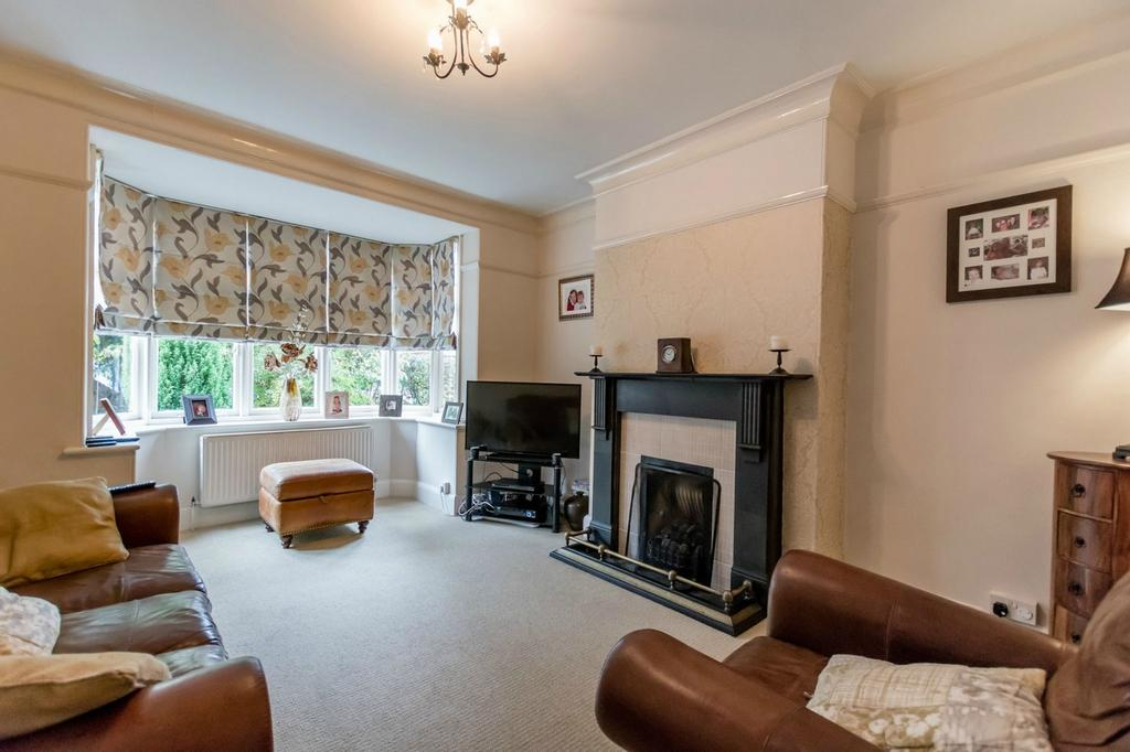 6 Bedrooms Semi Detached House for sale in Manor Drive South, Acomb, York