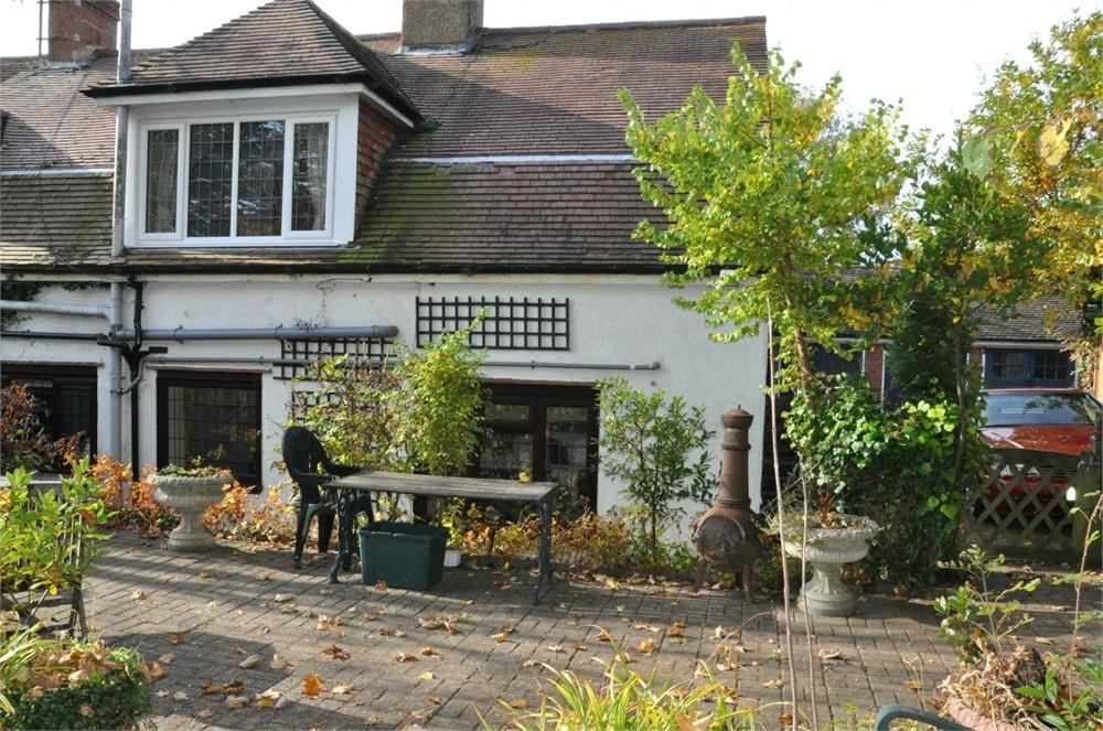 2 Bedrooms Maisonette Flat for sale in Little Common Road, Bexhill-On-Sea