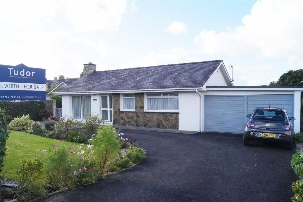 3 Bedrooms Detached Bungalow for sale in Penaber Estate, Criccieth