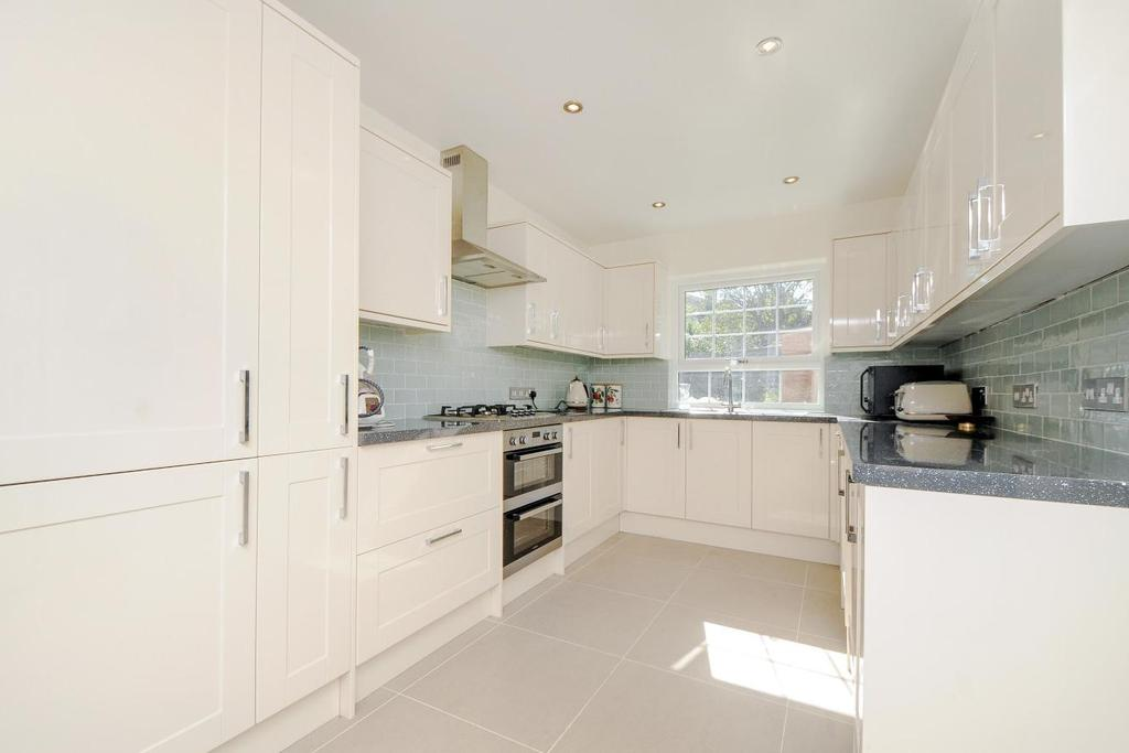 3 Bedrooms Terraced House for sale in Glennie Road, West Norwood, SE27
