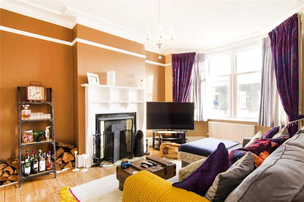 3 Bedrooms Flat for sale in Salisbury Road, London, E7