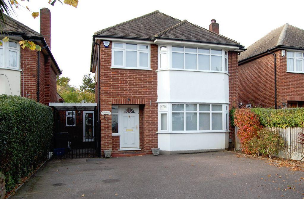 3 Bedrooms Detached House for sale in Fencepiece Road, Chigwell, IG7