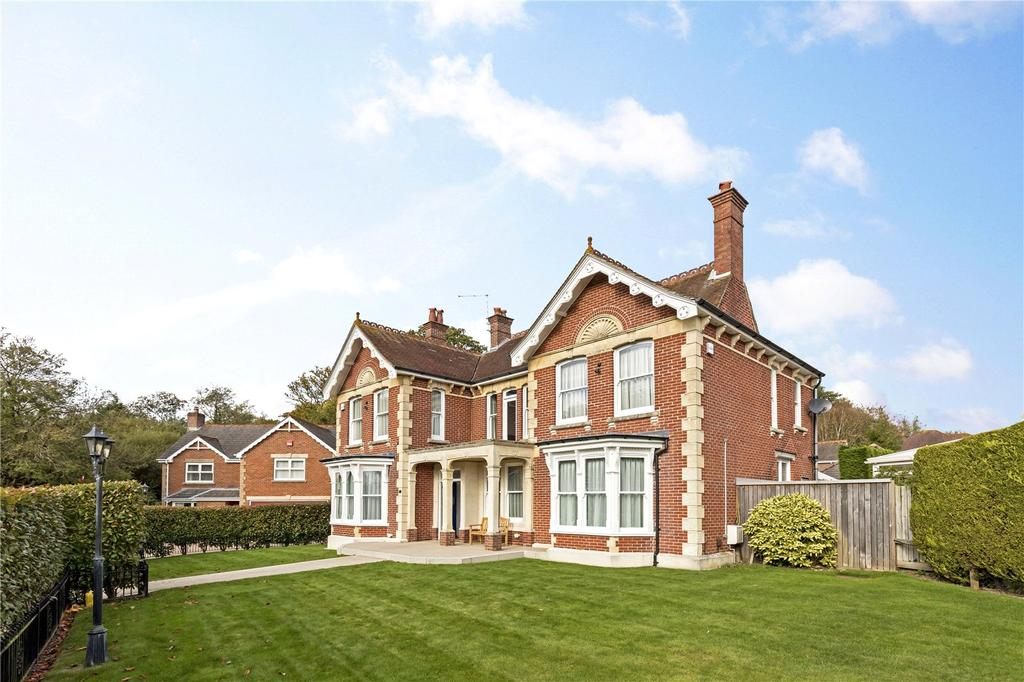 5 Bedrooms Detached House for sale in Marrels Wood Gardens, Purbrook, Waterlooville, Hampshire