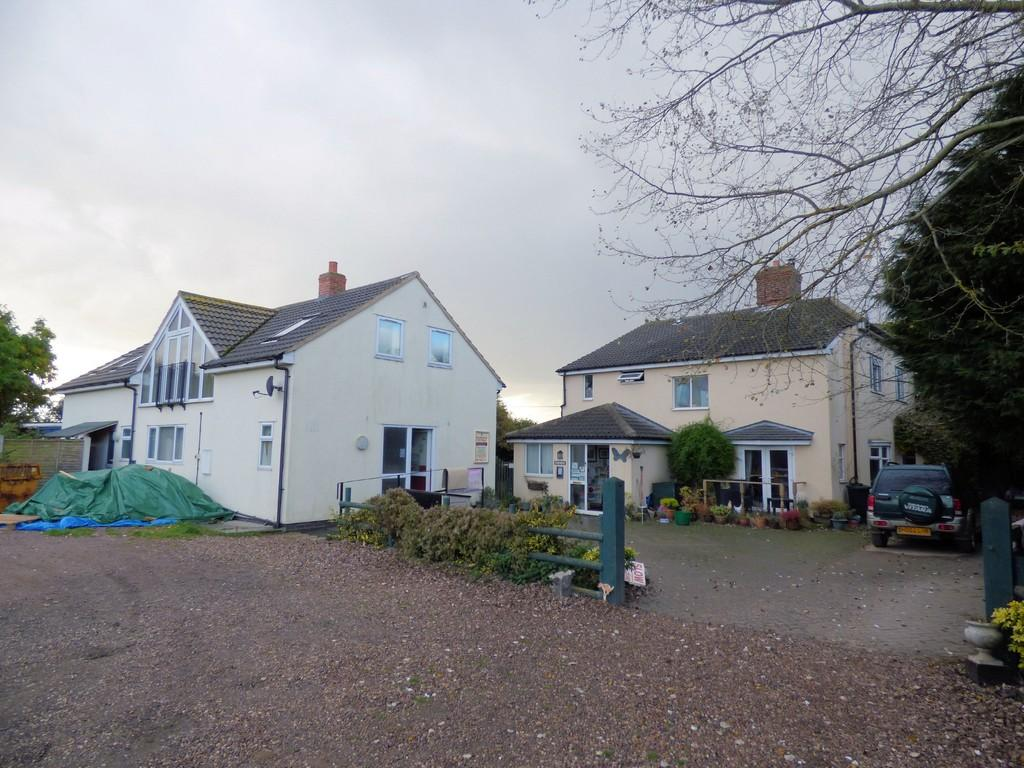 4 Bedrooms Cottage House for sale in Mansditch Cottage and Kennels, Catton