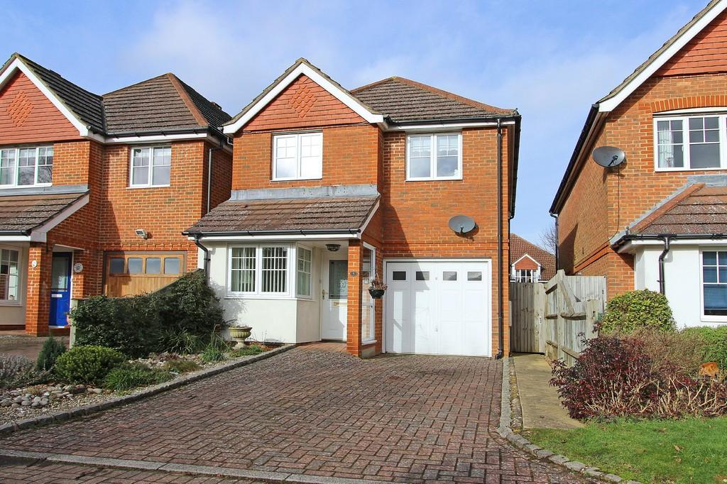 4 Bedrooms Detached House for sale in Court Road, Banstead