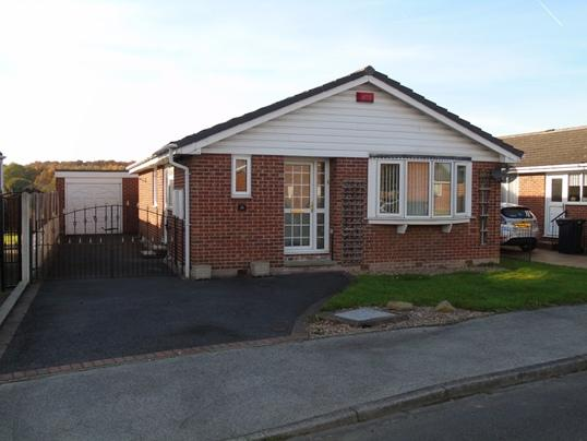 3 Bedrooms Bungalow for sale in 128 Applehaigh View, Royston, Barnsley, S71 4JG
