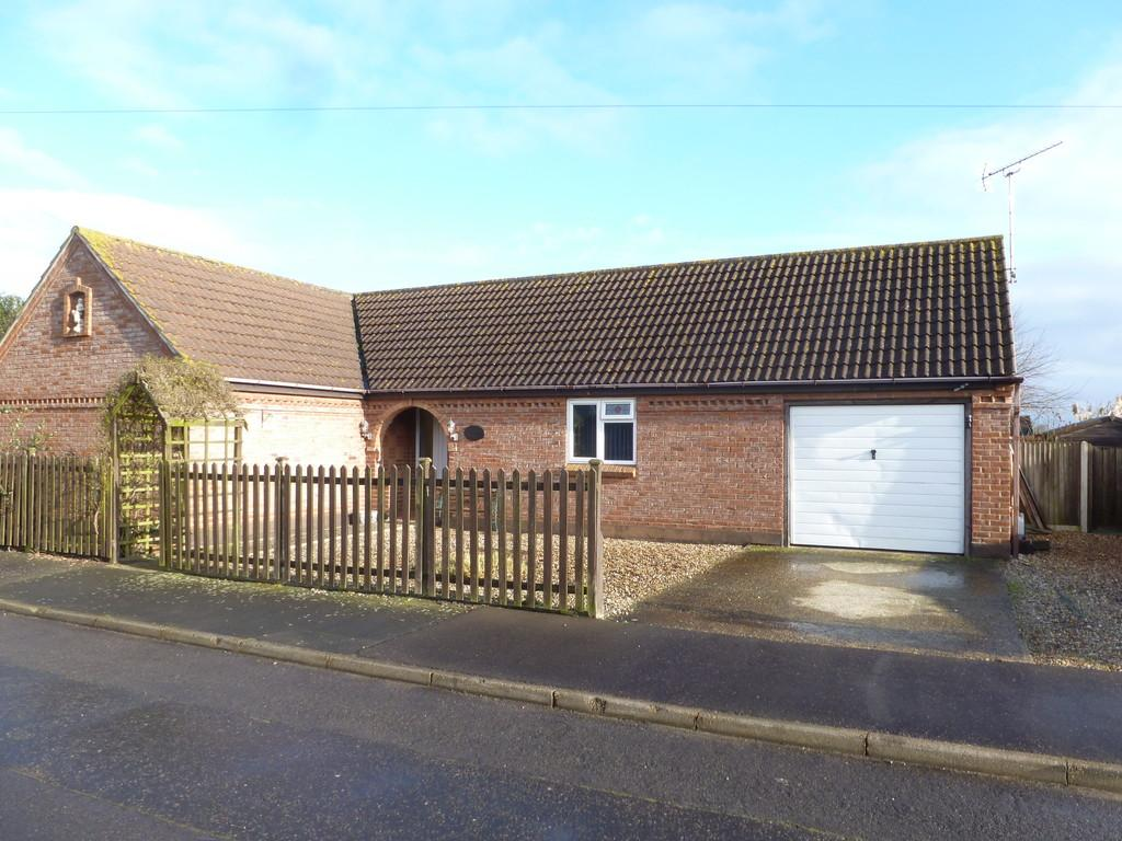 3 Bedrooms Detached Bungalow for sale in Eden Close, Bacton
