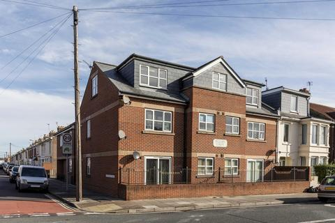 2 bedroom flat to rent - WILLIAM COURT, CATISFIELD ROAD, PO4 8NA