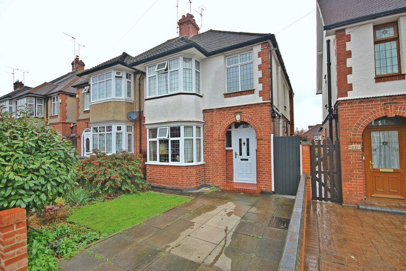 3 Bedrooms Semi Detached House for sale in Graham Gardens, Luton
