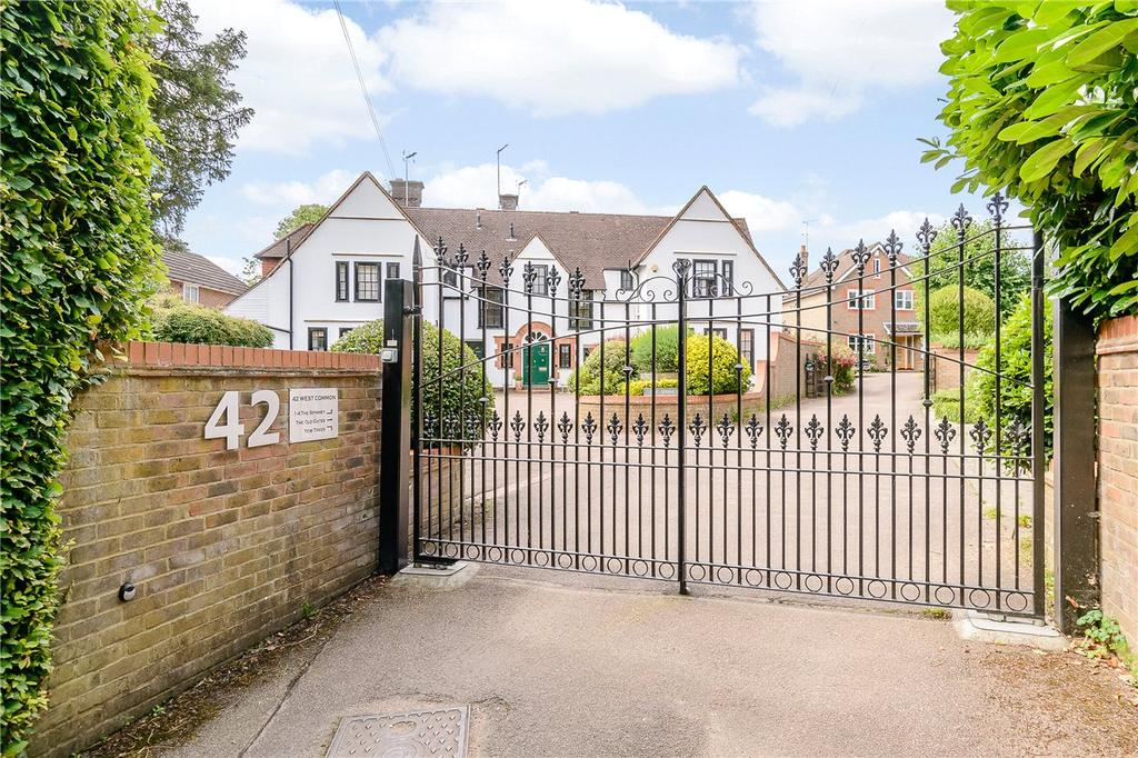 2 Bedrooms Flat for sale in West Common, Harpenden, Hertfordshire