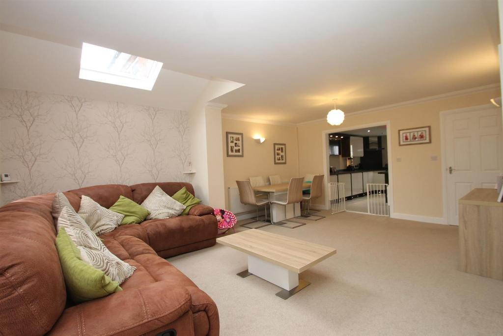 3 Bedrooms Detached House for sale in Heath Road, Maidstone