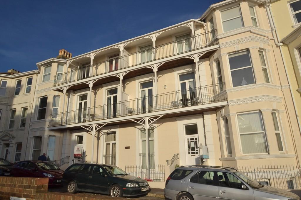 2 Bedrooms Flat for sale in Hambrough Road, Ventnor