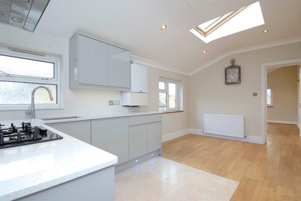 2 Bedrooms Flat for sale in Hollydale Road, SE15