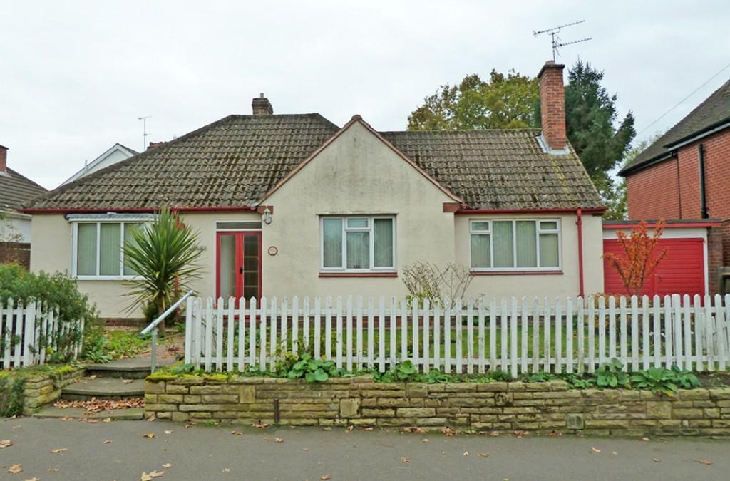 2 Bedrooms Detached Bungalow for sale in Castlecroft Road, Wolverhampton