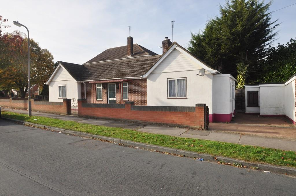 2 Bedrooms Detached Bungalow for sale in Manor Road, Benfleet