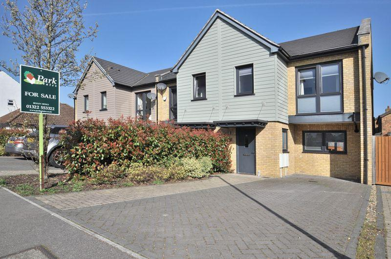 3 Bedrooms End Of Terrace House for sale in Heath End Road, Bexley