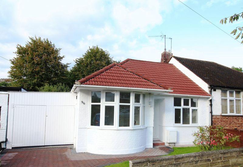 2 Bedrooms Bungalow for sale in Alverstone Avenue, East Barnet