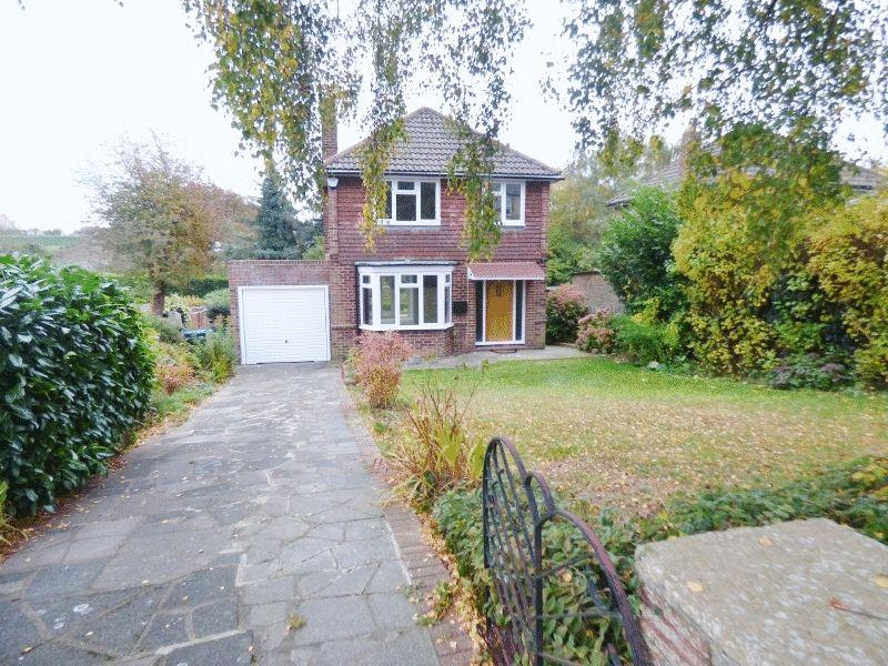 3 Bedrooms Detached House for sale in GODSTONE