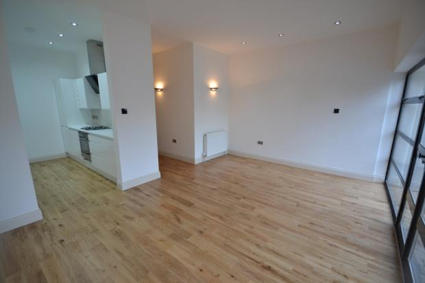 2 Bedrooms Apartment Flat for sale in Gleneldon Road, Streatham, London, SW16