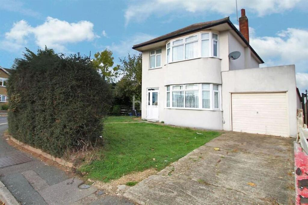 3 Bedrooms Detached House for sale in Eastern Avenue East , Romford