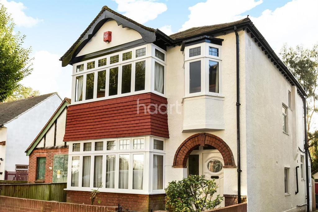 3 Bedrooms Detached House for sale in Orleans Road, Crystal Palace London SE19