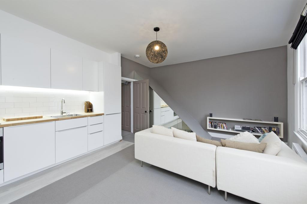2 Bedrooms Flat for sale in Lower Richmond Road, SW15