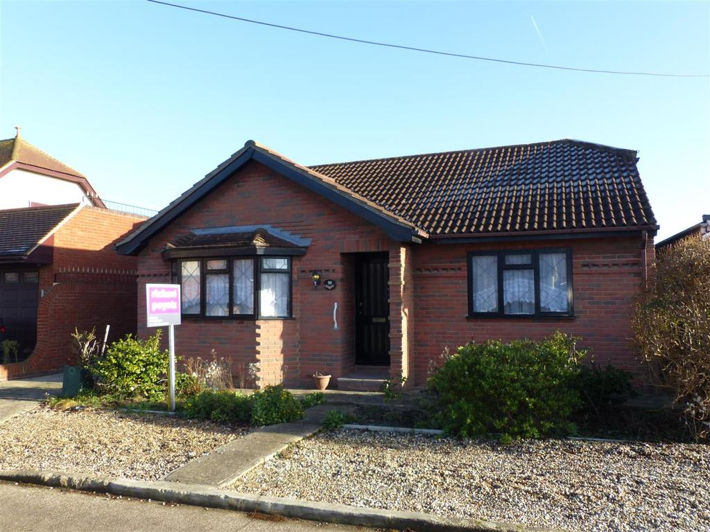 3 Bedrooms Detached Bungalow for sale in Roosevel Avenue, Canvey Island