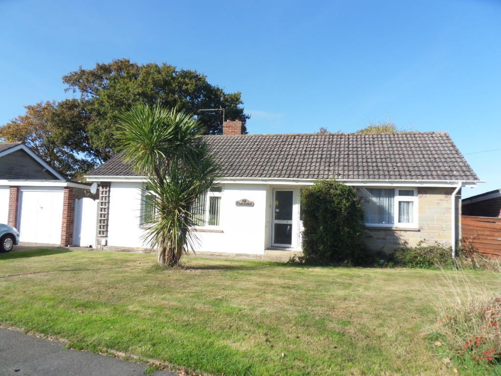 3 Bedrooms Bungalow for sale in Crossfield Ave, Cowes
