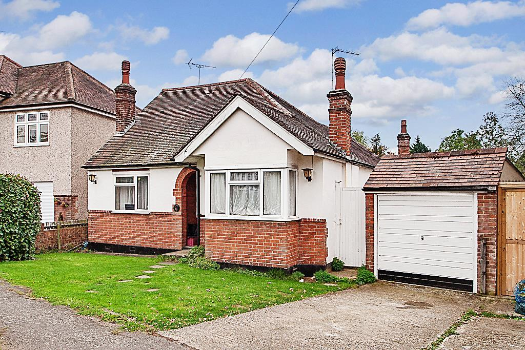 4 Bedrooms Detached Bungalow for sale in Westwood Avenue, Brentwood