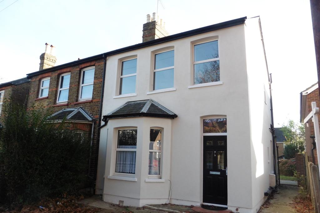 3 Bedrooms Semi Detached House for sale in Park Road, Ashford, TW15