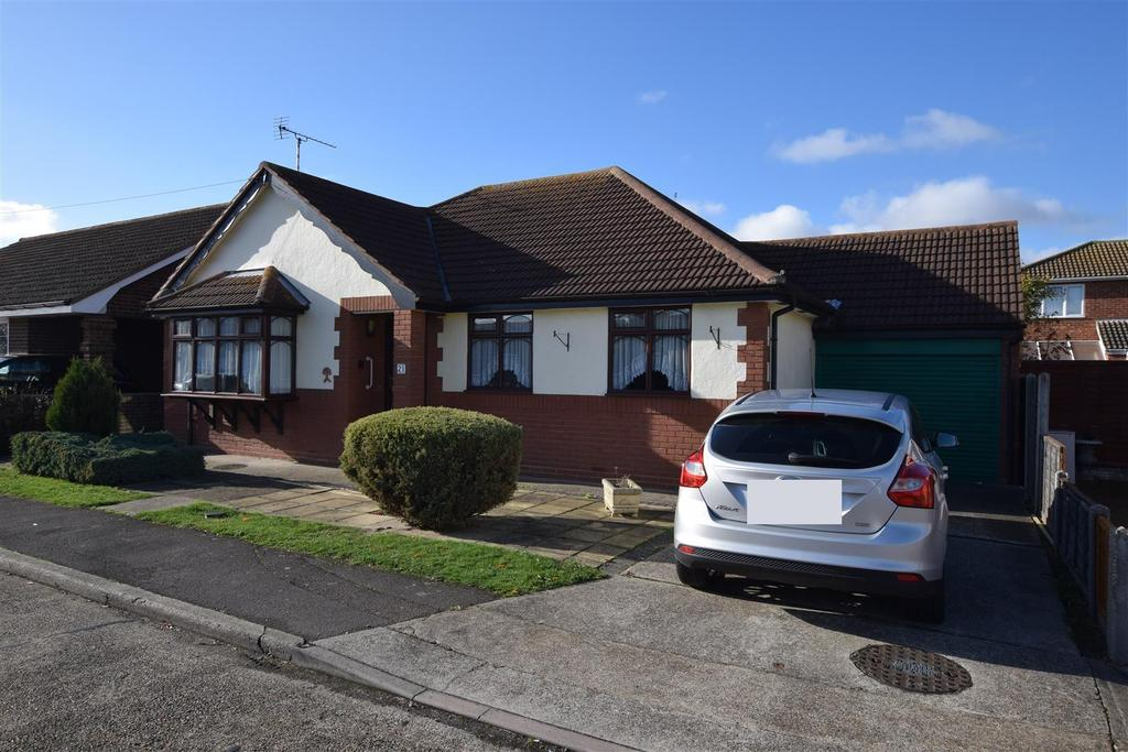 3 Bedrooms Detached Bungalow for sale in Borrett Avenue, Canvey Island