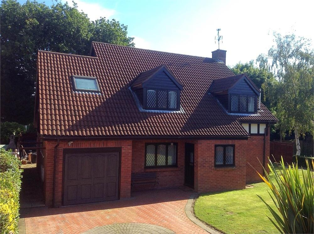 4 Bedrooms Detached House for sale in Meadowside, Penarth