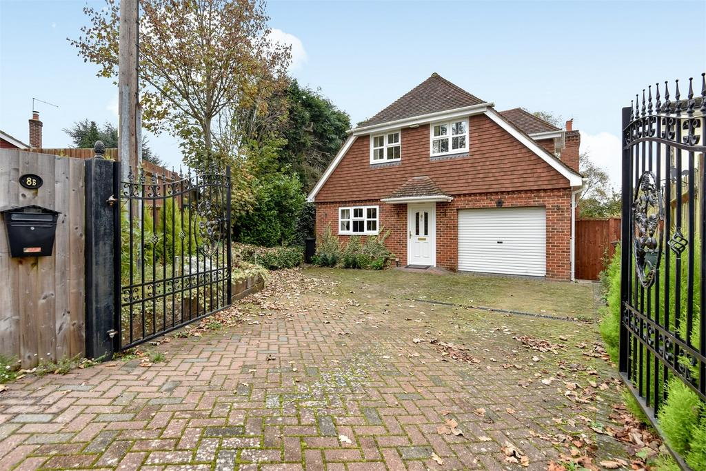 4 Bedrooms Detached House for sale in Farnham, Surrey