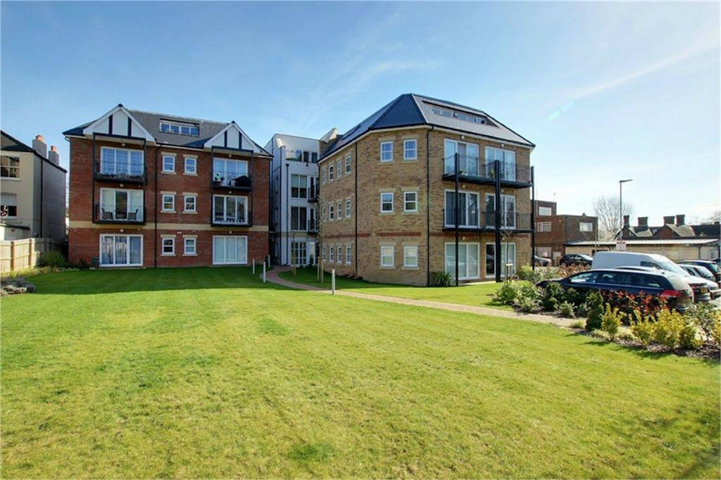 2 Bedrooms Flat for sale in Monroe House, Church Hill, Loughton, Essex