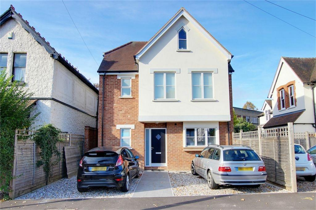 4 Bedrooms Detached House for sale in Station Road, Loughton, Essex