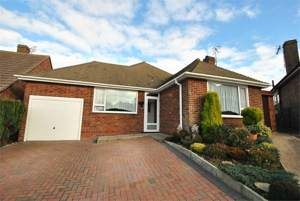 2 Bedrooms Detached Bungalow for sale in Hunting Close, BEXHILL-ON-SEA, East Sussex