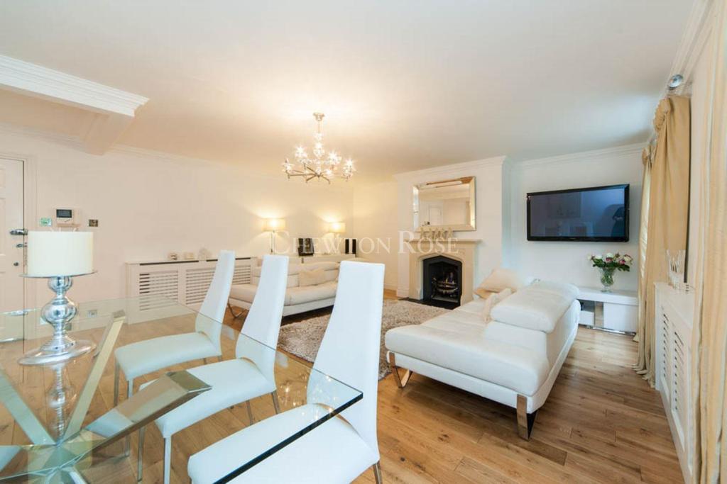 2 Bedrooms Block Of Apartments Flat for sale in Taplow, Buckinghamshire