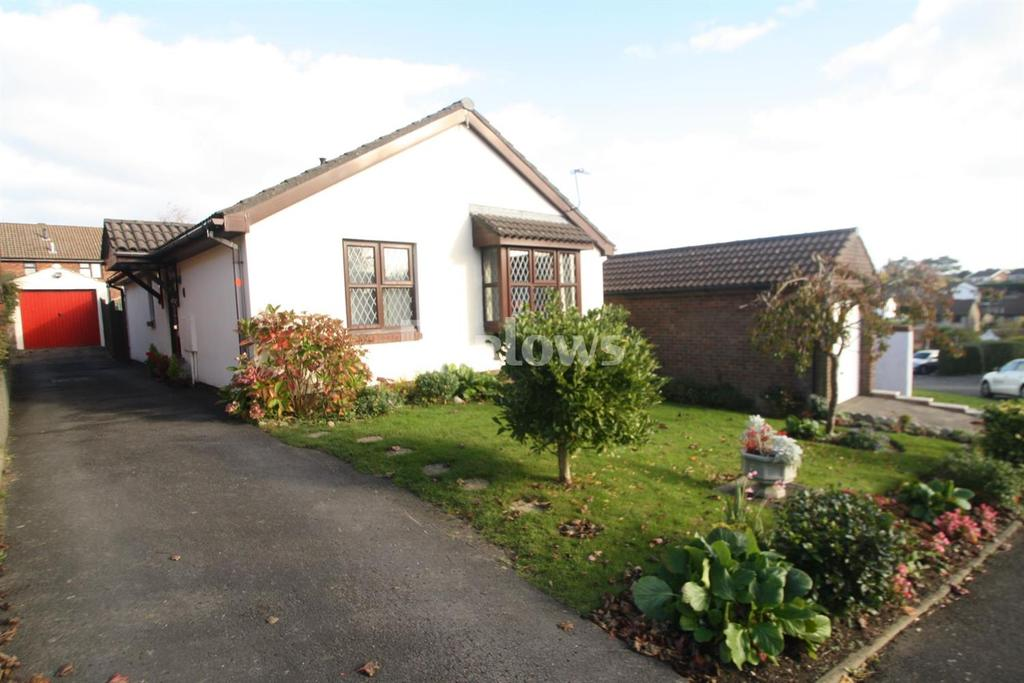 3 Bedrooms Bungalow for sale in Buckley Close , Danescourt, Cardiff