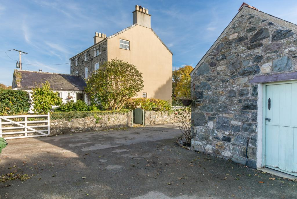 6 Bedrooms Detached House for sale in Llanfaglan, Caernarfon, North Wales