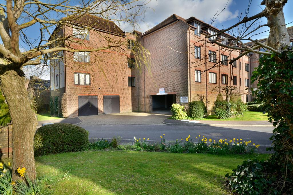 1 Bedroom Apartment Flat for sale in Riverside Court, Station Road, Pulborough