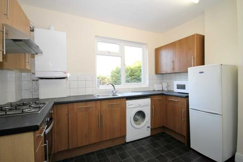 3 bedroom flat to rent - Sutton Common Road, Sutton
