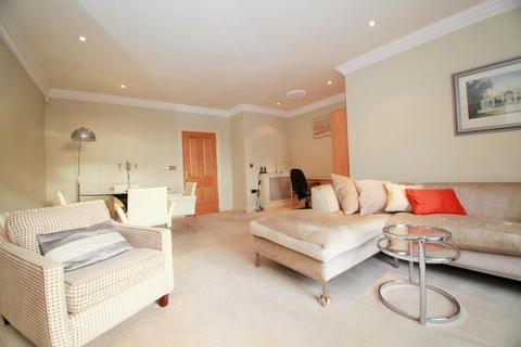 2 bedroom flat to rent - Treetops, The Mount, Caversham, Berkshire, RG4