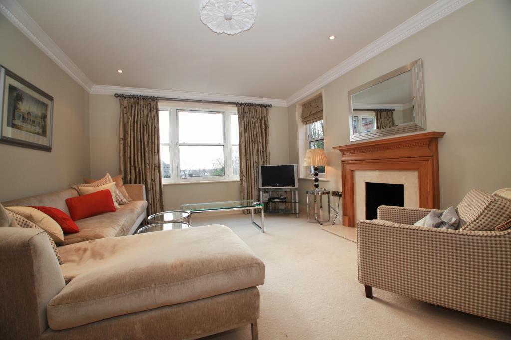 2 Bedrooms Flat for rent in Treetops, The Mount, Caversham, Berkshire, RG4