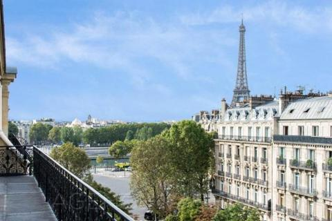 3 bedroom house  - George V, Pont de L'Alma, Paris