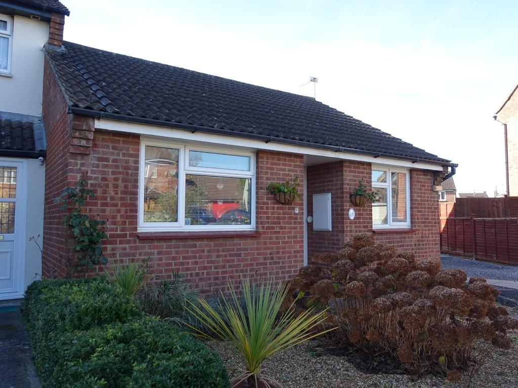 2 Bedrooms Terraced Bungalow for sale in Ramsbury Walk, Trowbridge
