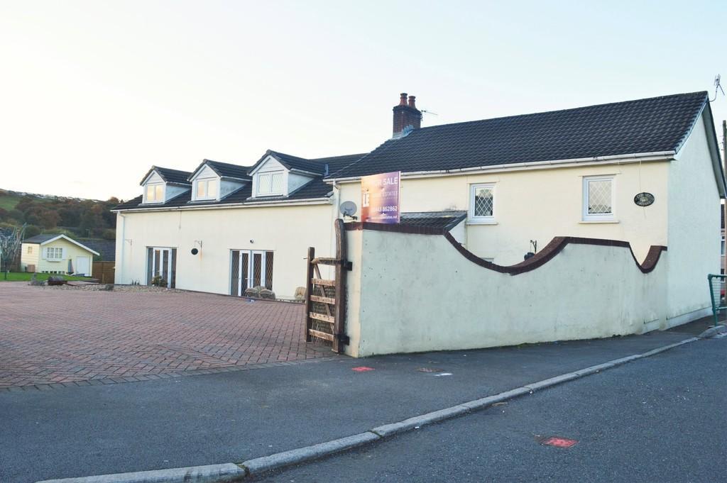 5 Bedrooms Cottage House for sale in Victoria Road, Fleur De Lis