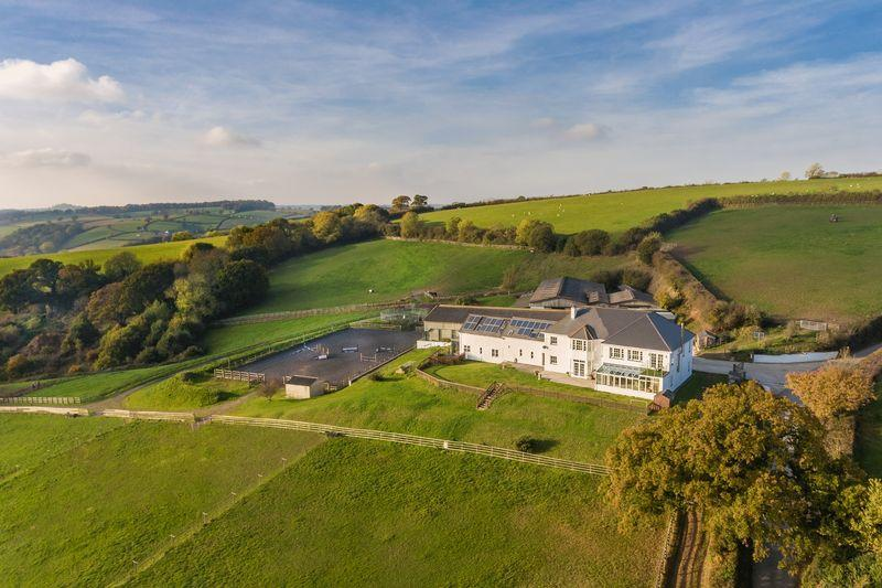 9 Bedrooms Equestrian Facility Character Property for sale in Dunsford, Exeter